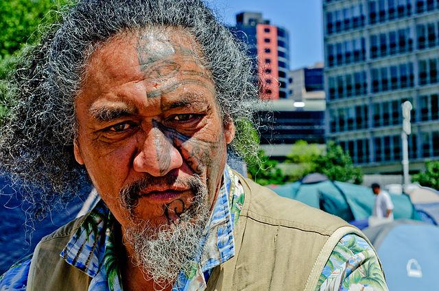 Significado del tatuaje facial maorí
